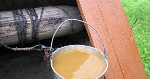 Вода из колодца начала пахнуть – причины и что с этим делать?